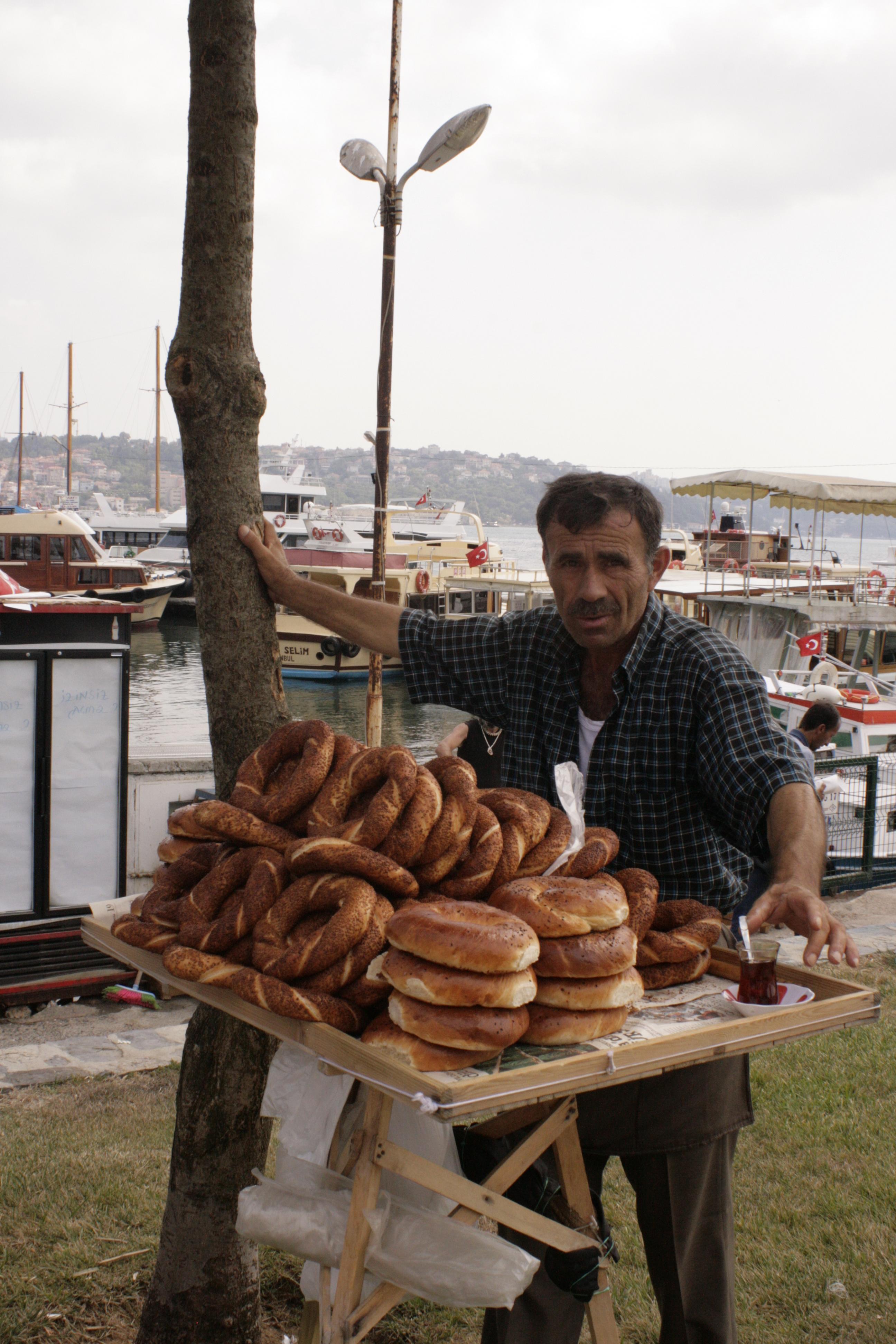 Simitų pardavėjas Bosforo pakrantėje