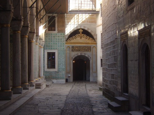 Tas užrašas - iš Korano, o ne sultono meilės eilės