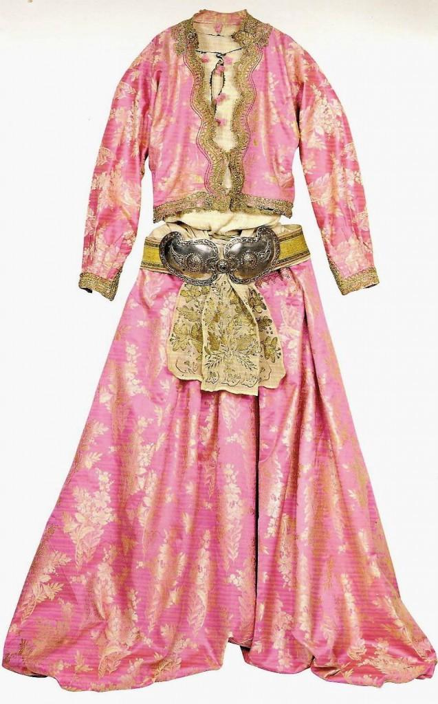 Rūbus, papuošalus ir kitą gėrį haremo merginos užsidirbdavo arba gaudavo dovanų. Ir pačios dovanodavo