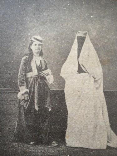 Štai pavyzdžiui taip XIX a. pab.-XX a. pr. atrodė Trabzono moterys